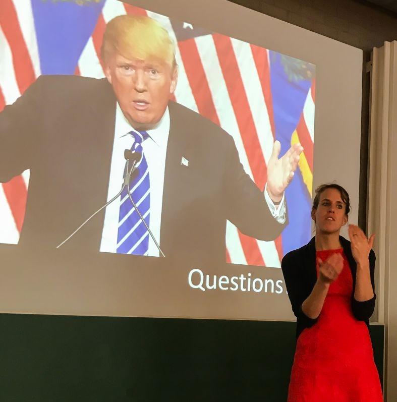 Karin van Nispen presenteert haar proefschrift 'Wat kunnen mensen met afasie communiceren met hun handen?'